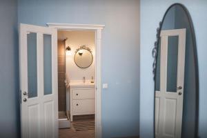 Ванная комната в Elegant Apartment