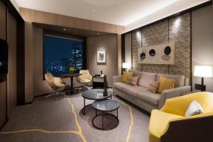 A seating area at ANA InterContinental Tokyo, an IHG Hotel