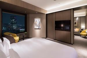 A bed or beds in a room at ANA InterContinental Tokyo, an IHG Hotel