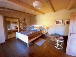 Ein Bett oder Betten in einem Zimmer der Unterkunft Apartment Silberne Lilie