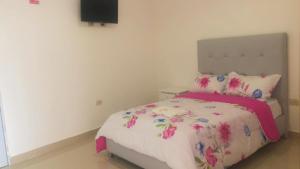 A bed or beds in a room at Hotel La Democracia