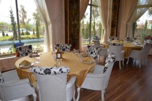 A restaurant or other place to eat at Dawa Hotel and Restaurant