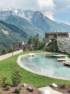 Het zwembad bij of vlak bij Gradonna Mountain Resort Chalets & Hotel