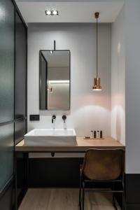 A bathroom at Niki Athens Hotel