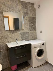 A bathroom at Jolie duplex vue mer/collines
