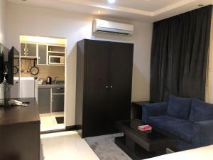 A cozinha ou cozinha compacta de اجنحة المسكن المثالي الفندقية
