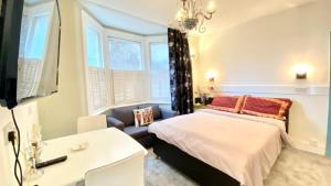 A bed or beds in a room at Modern and cosy studio flat