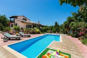 The swimming pool at or close to Villa Elli