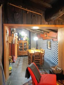 Un restaurante o sitio para comer en A Pontiga I Casa Rural