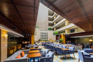 A restaurant or other place to eat at Holiday Inn Singapore Orchard City Centre, an IHG Hotel