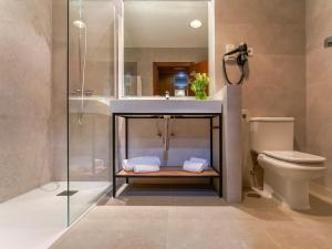 A bathroom at Hotel Plaza Las Matas