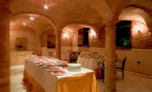 A restaurant or other place to eat at Albergo Villa San Giuseppe