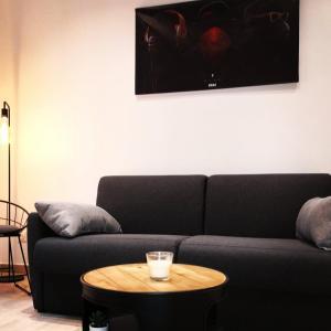 A seating area at Le Studio du Vieux Port