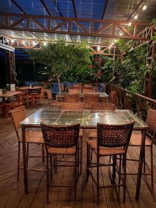 Un restaurante o sitio para comer en Hotel Eco Arenal