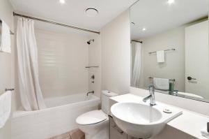 A bathroom at Elysium The Drift
