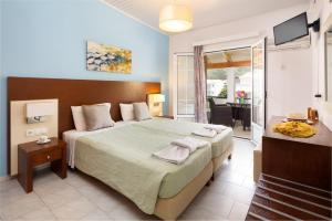 A bed or beds in a room at Dandidis Seaside Pension