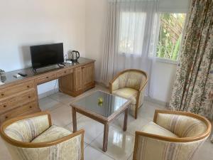 A seating area at Hotel Restaurant océano