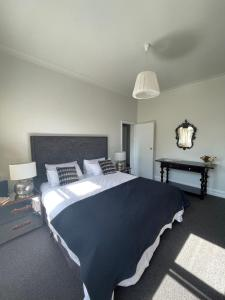 A bed or beds in a room at Webster Terrace