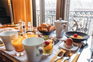 Завтрак для гостей Hotel Carlton