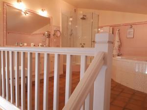 A bathroom at Auberge de Cassagne & Spa