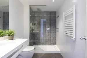 Een badkamer bij Blaumar Hotel