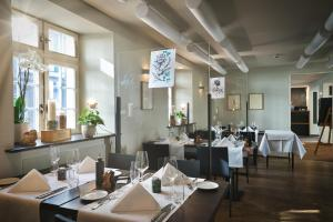 A restaurant or other place to eat at SET Hotel.Residence by Teufelhof Basel