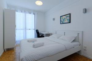 A bed or beds in a room at Modern flat 2 steps from the port of Marseille