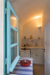 A kitchen or kitchenette at Caveland