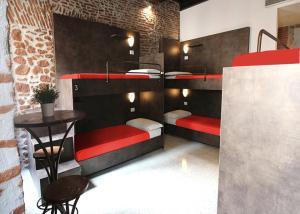 New Generation Hostel Rome Center房間的上下舖