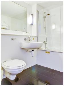 A bathroom at The Hotel Rafiya