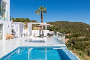 The swimming pool at or close to Royal Garden Villas