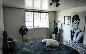 Een bed of bedden in een kamer bij Houseboat Amsterdam