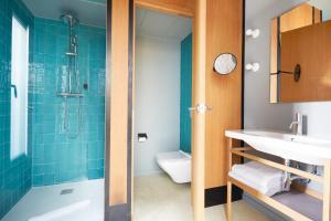 A bathroom at Sonder l Le Palacete