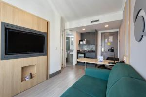 A television and/or entertainment center at Mercure Sao Paulo Pinheiros