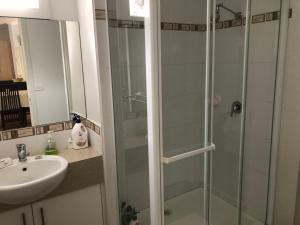 A bathroom at Riverside Holidays Tarwin Lower