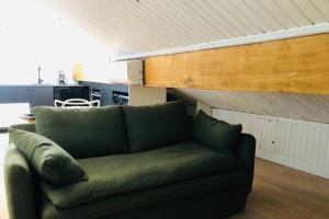 A seating area at Studio vue mer dans le quartier de saint Victor