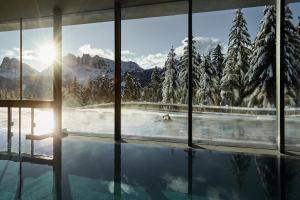 Der Swimmingpool an oder in der Nähe von Forestis Dolomites