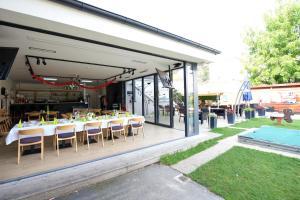 Reštaurácia alebo iné gastronomické zariadenie v ubytovaní Penzion FORMULA