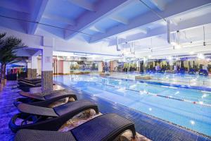 The swimming pool at or close to Expo Hotel Myakinino