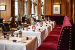 A restaurant or other place to eat at Hotel Bellevue Palace Bern