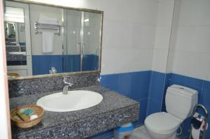 A bathroom at Dawa Hotel and Restaurant