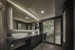 A bathroom at Penang Seaview Maritime Luxury Suite 槟城海景公寓