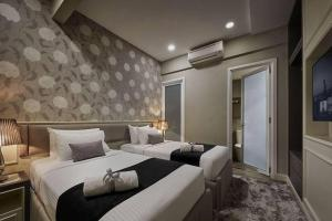 A bed or beds in a room at Penang Seaview Maritime Luxury Suite 槟城海景公寓
