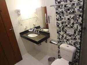 A bathroom at Pousada Doce Paraty