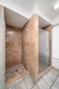 A bathroom at Samesun Hollywood
