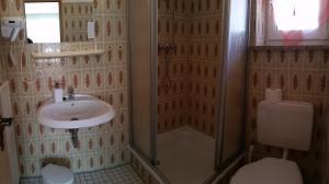 Ein Badezimmer in der Unterkunft Hotel-Pension Dressel