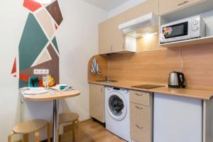 Кухня или мини-кухня в Студия на Кременчугской