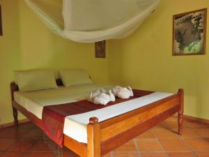 A bed or beds in a room at Botanica