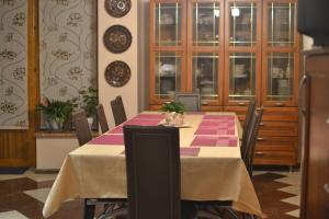 A restaurant or other place to eat at Home Sweet Home