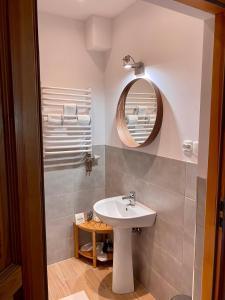 A bathroom at Restauracja Pensjonat Buda